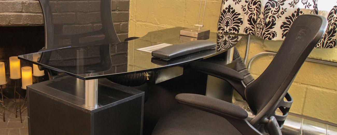 Nail Lounge manicure desk 520 height